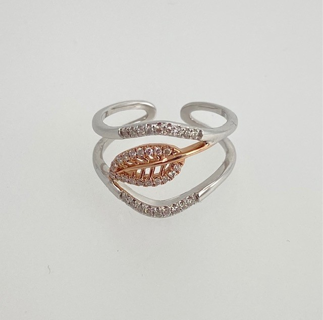 Diamond pave leaf ring